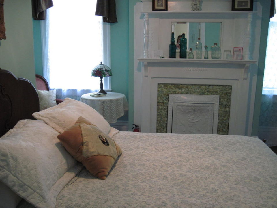 Michelle's Room Bisland House Bed & Breakfast