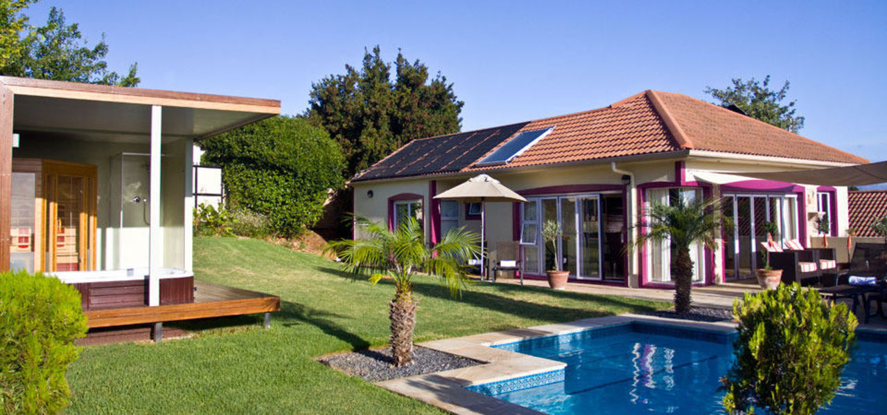 Überblick Pool und Terrasse Pink Rose Guesthouse & Spa - for gay men only