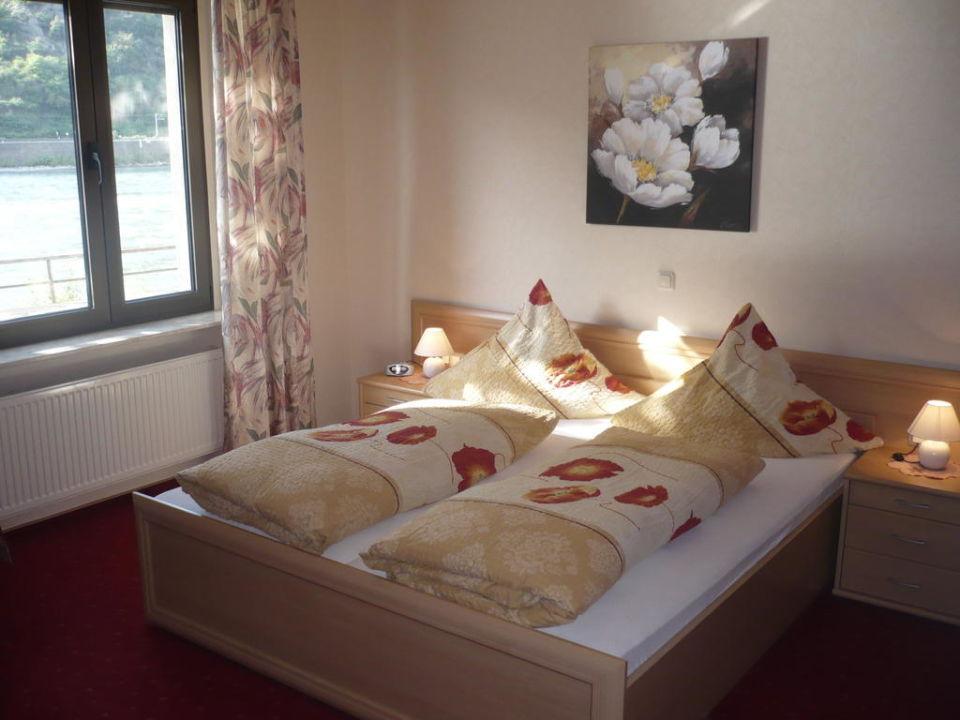 Komfortable Zimmer mit Rheinblick im Gästehaus Hotel Schlaadt