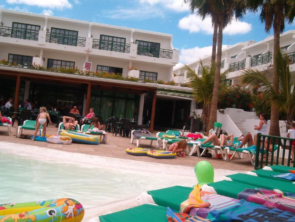 Der Pool des Appartement-Hotel Flora Hotel THB Flora