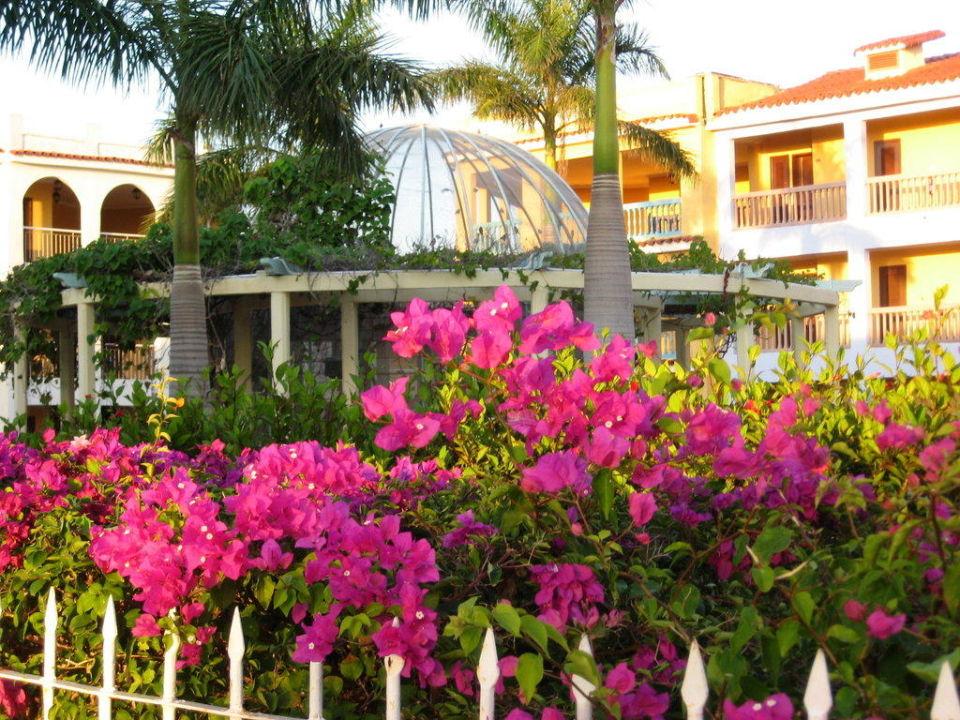 "Innenhof ""Plaza Mayor"" Brisas Trinidad del Mar Hotel"