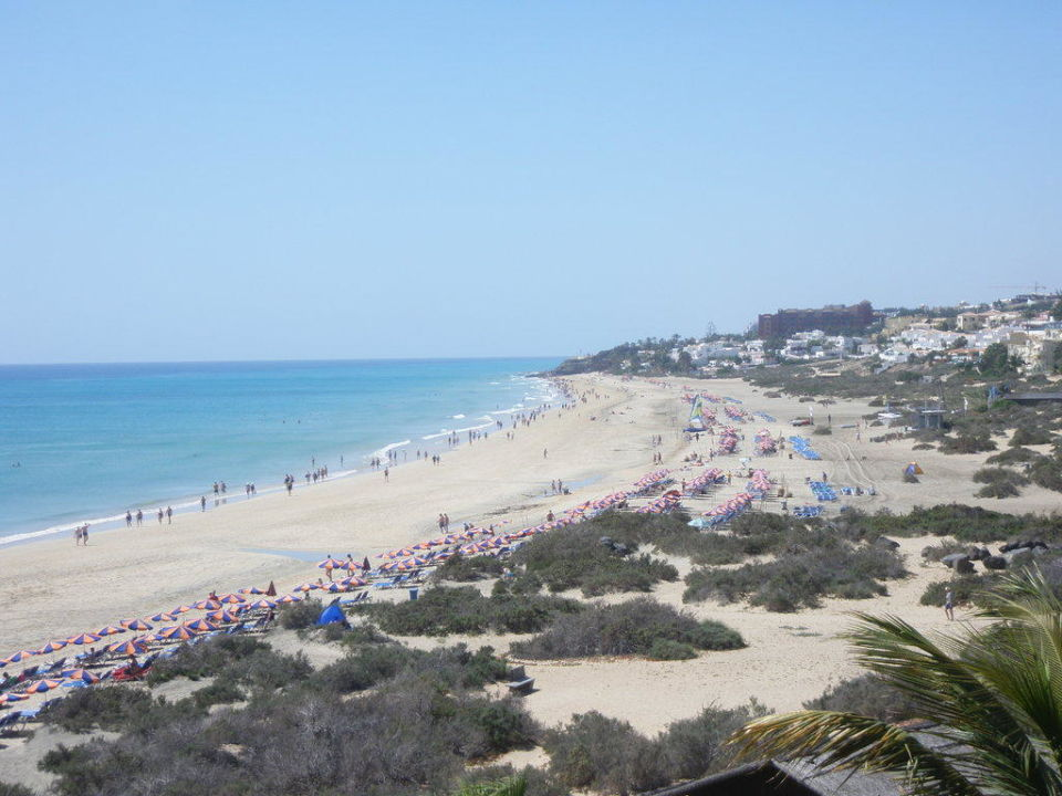 Widok z tarasu na plażę SBH Hotel Taro Beach