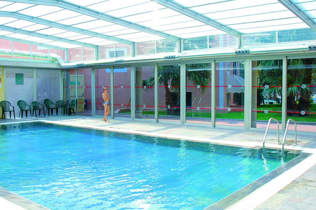 piscina climatizada hotel pueblo benidorm benidorm
