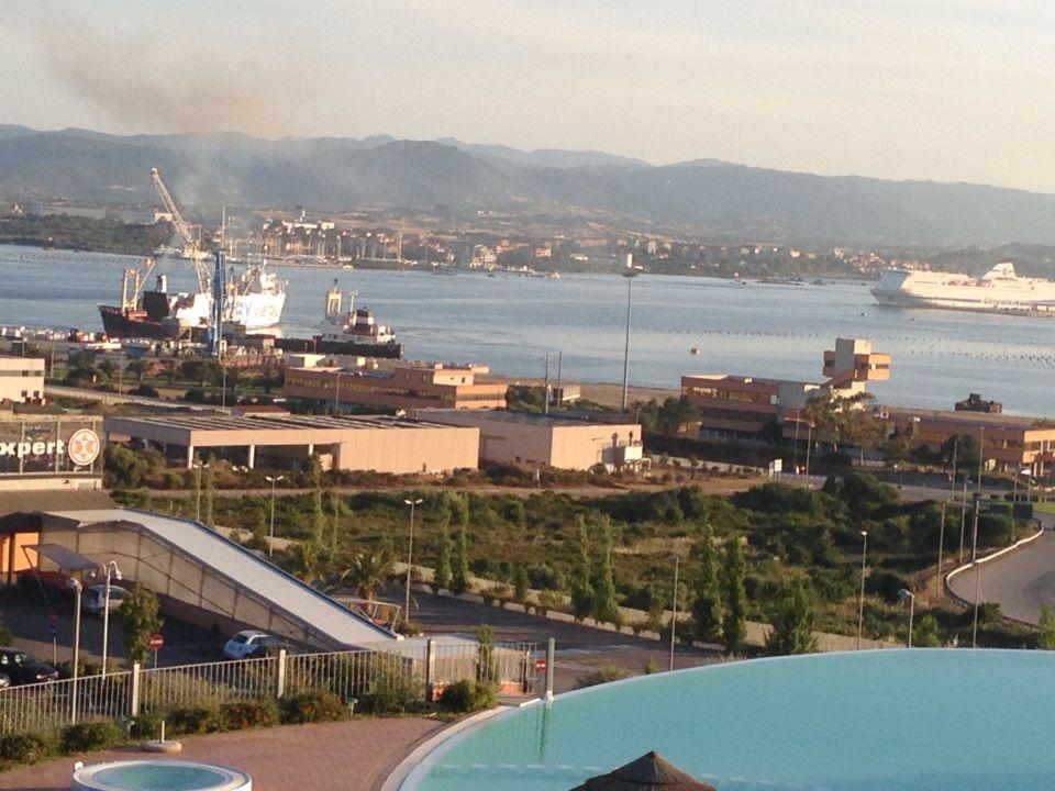 Pool mit Hafen Alessandro Hotel
