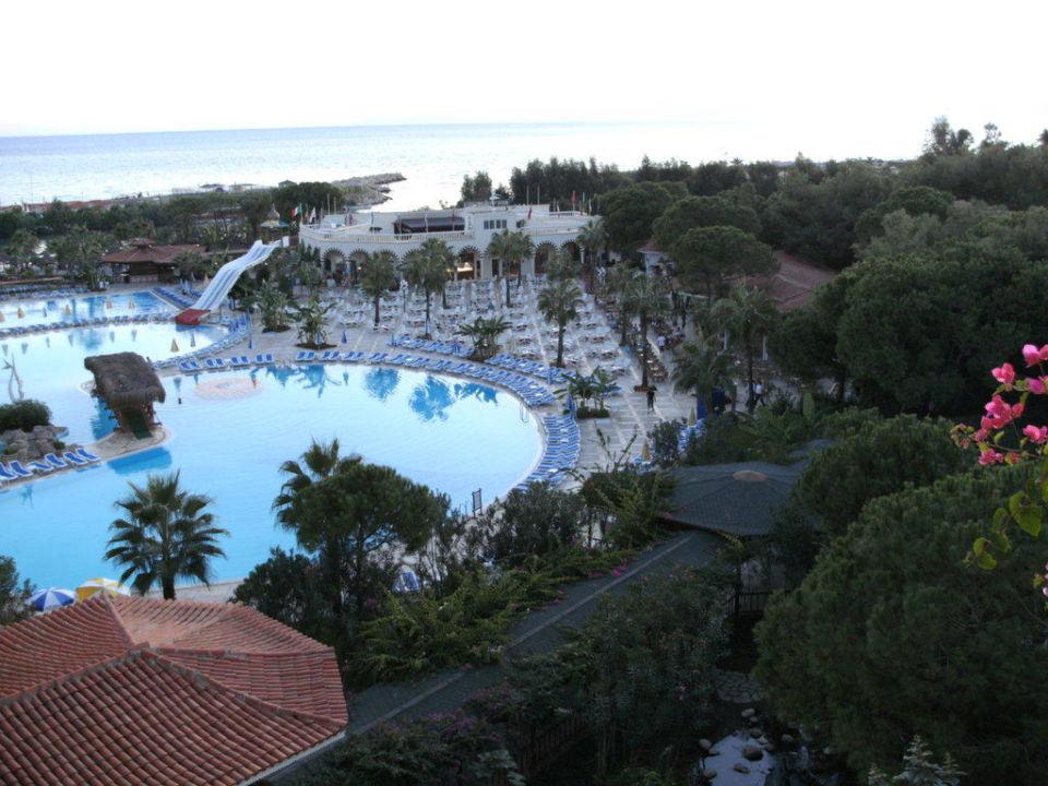 Blick auf die Poolanlage Letoonia Golf Resort
