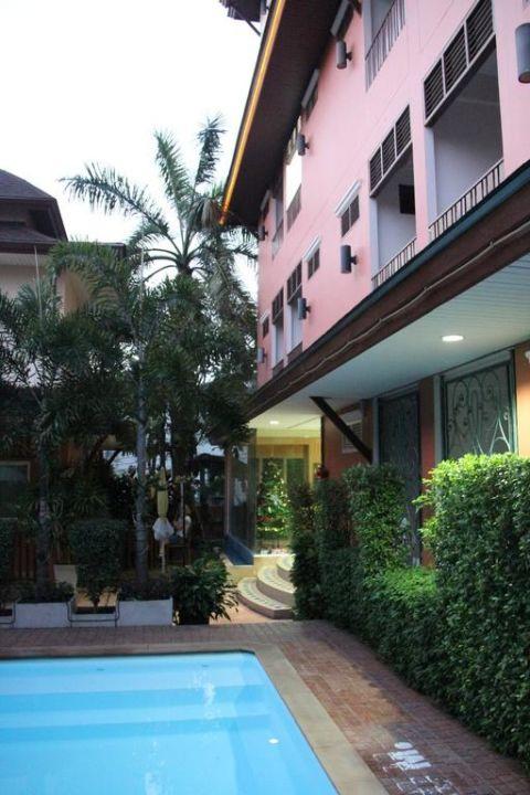 Kleiner Pool Hotel Orchid Resort