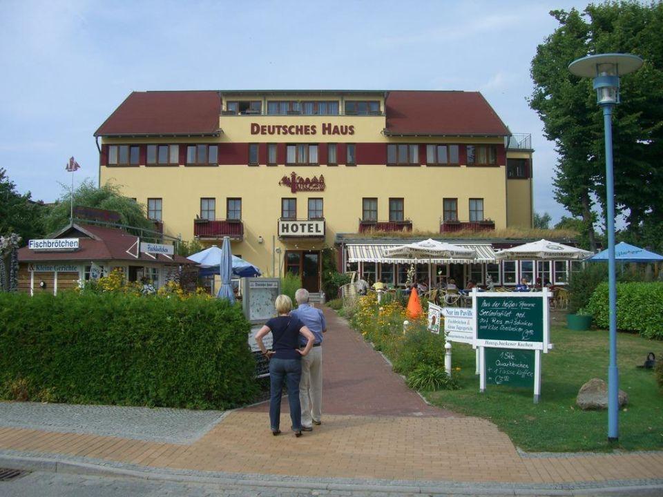 Vor dem Hotel Deutsches Haus Hotel Deutsches Haus