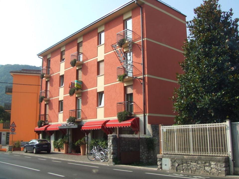 Ansicht des Hotels von der Straße aus Hotel Cortina