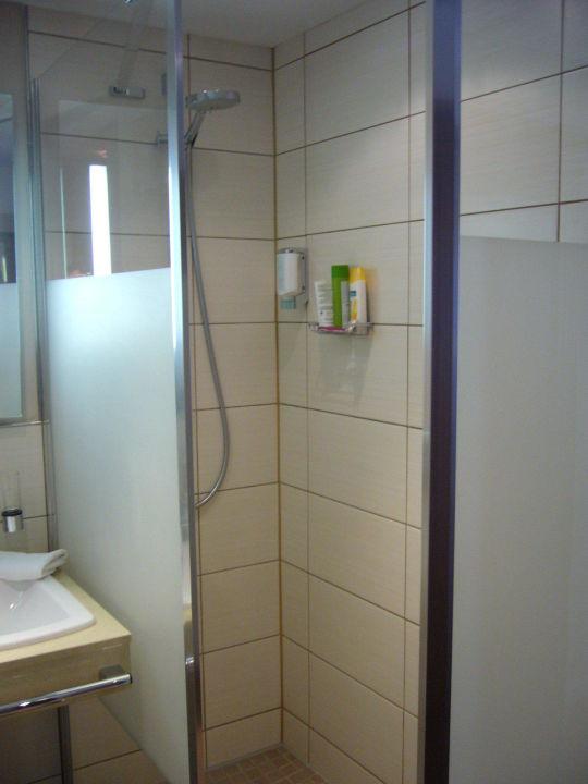 bild dusche leider ohne t r bereich zum zimmer offen. Black Bedroom Furniture Sets. Home Design Ideas