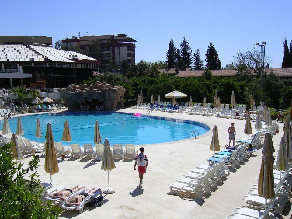 Unterer Poolbereich mit Poolbar Horus Paradise Luxury Resort & Club