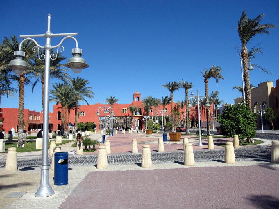 Der Eingangsbereich mit Brücke zum Grand Hotel The Grand Resort