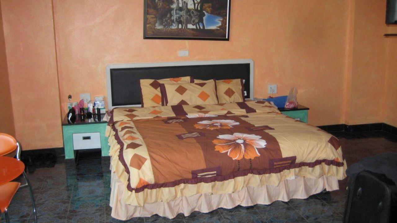 Zimmer mit Blick auf das Bett\
