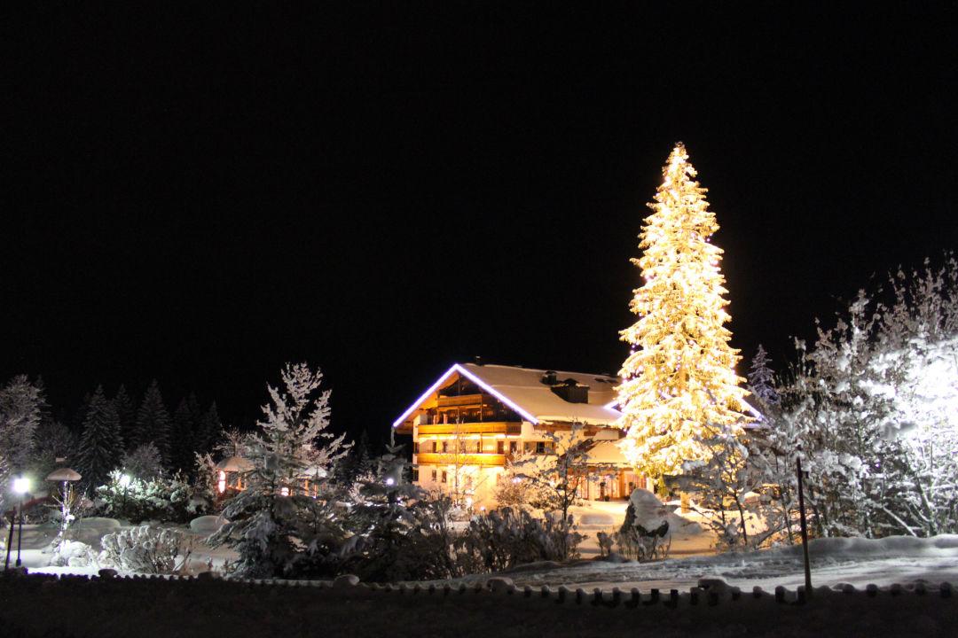 hotel zu weihnachten zugspitz resort ehrwald. Black Bedroom Furniture Sets. Home Design Ideas