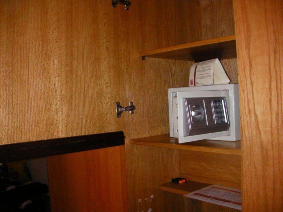 Sejf w pokoju Hotel Xperience Kiroseiz Parkland