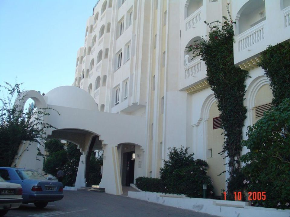 Eingang Daphne Monastir Center