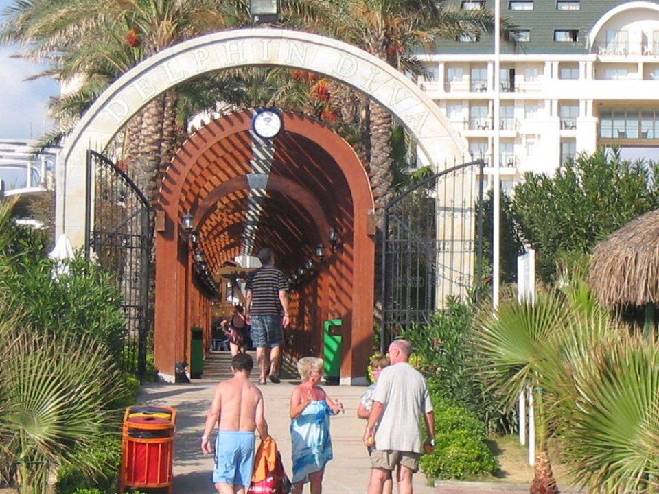 Weg vom Strand zum Hotel Hotel Delphin Diva