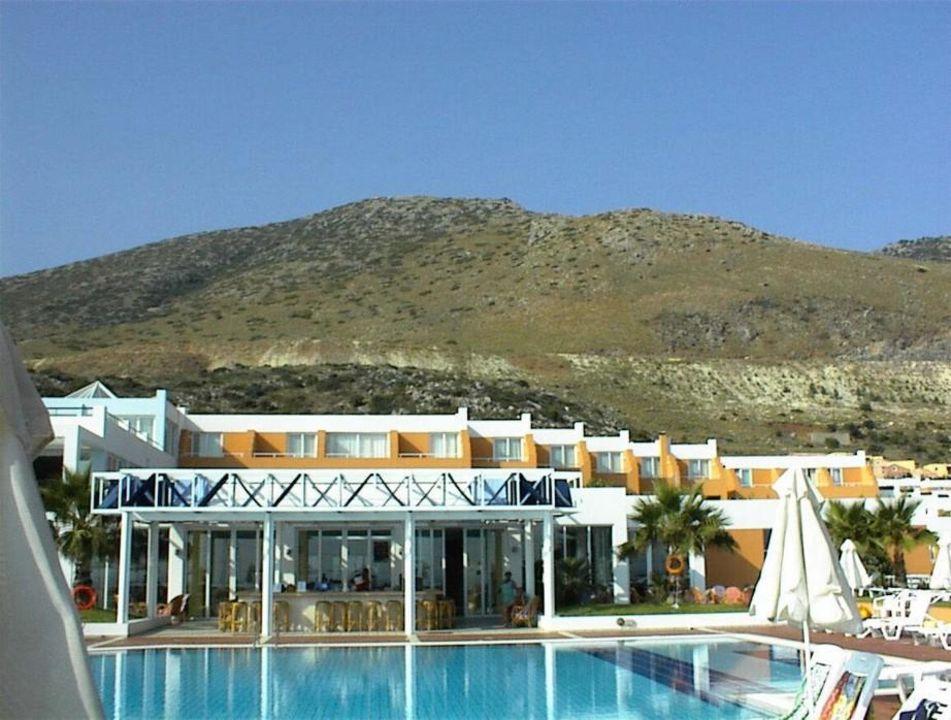 Blick auf Poolbar Hotel Imperial Belvedere
