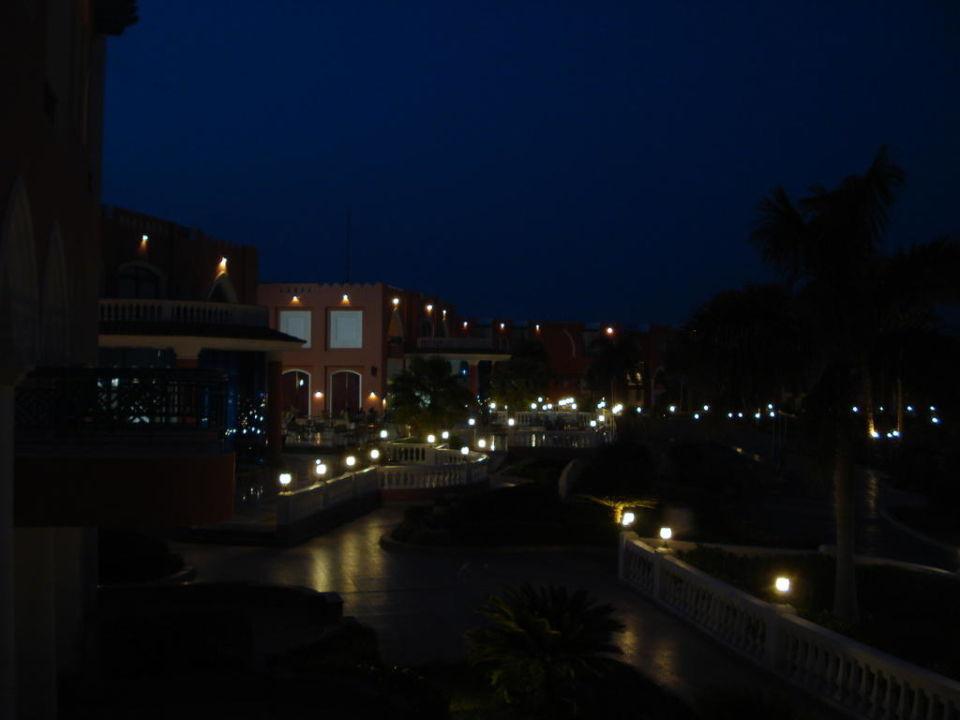 Anlage bei Nacht Tropicana Grand Azure Resort  (geschlossen)