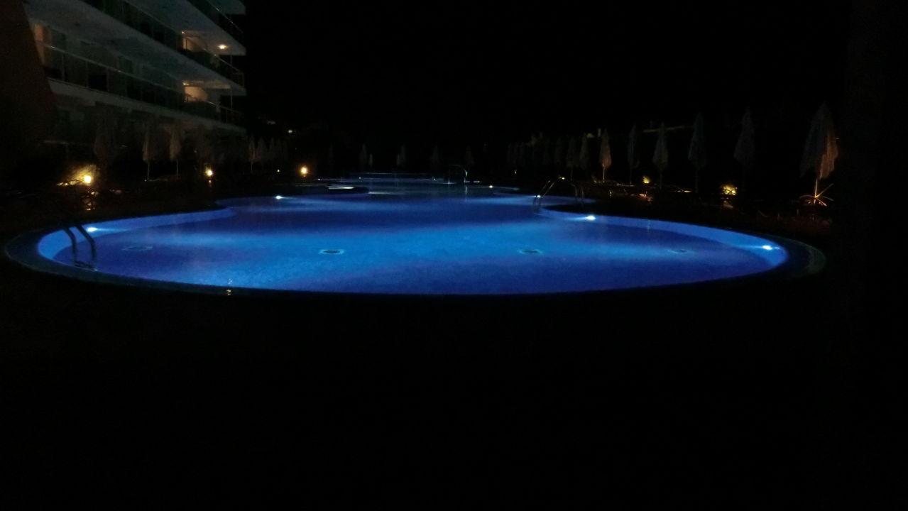 pool f r erwachsene bei nacht las gaviotas suites hotel platja de muro playa de muro. Black Bedroom Furniture Sets. Home Design Ideas