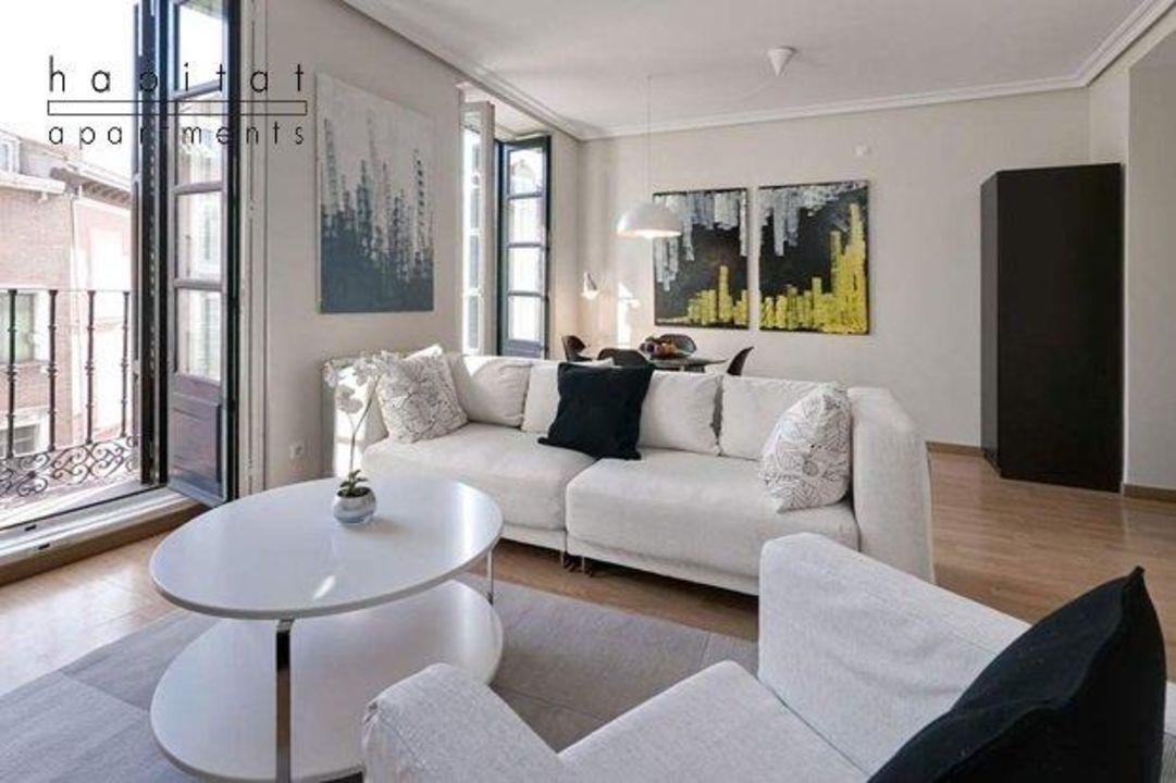 Living room Habitat Apartments Latina