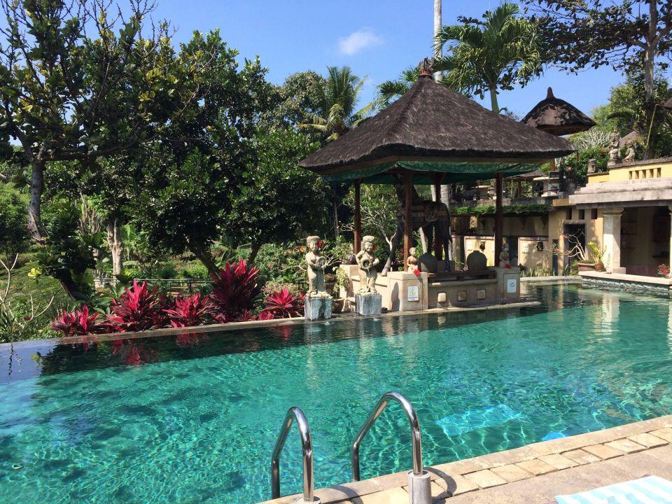 Öffentlicher Pool Alam Puri Villa