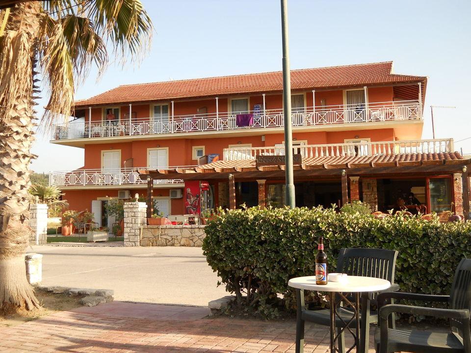 """Frontansicht von der """"Pool-Bar"""" aus Hotel Beach Star"""