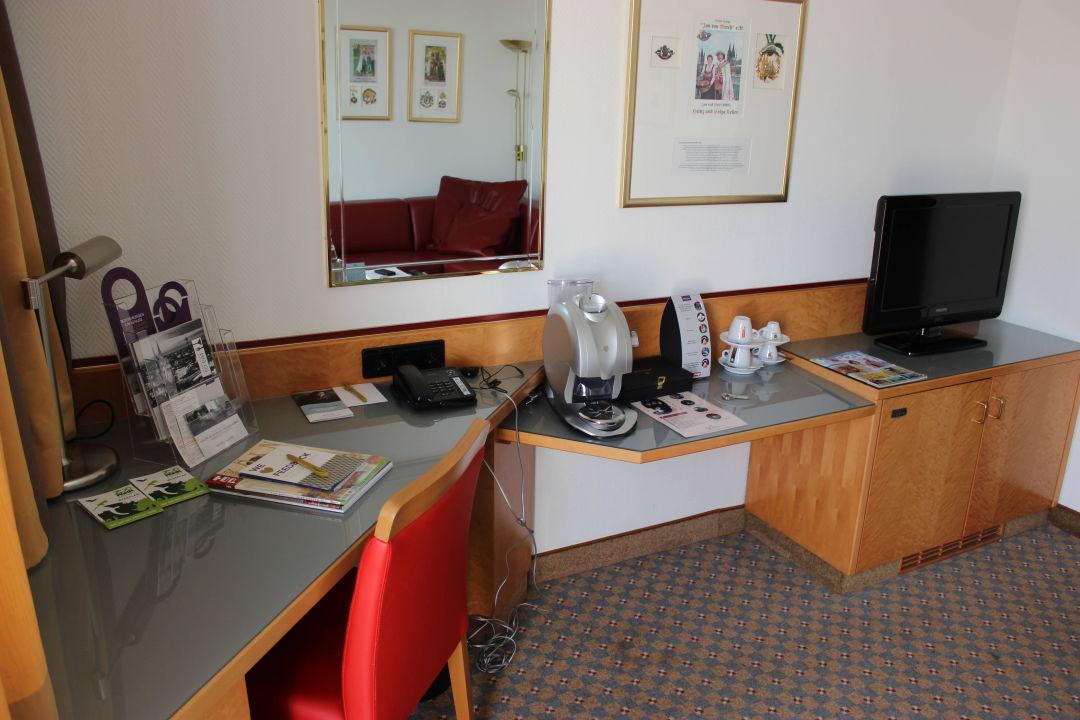 "minibar,fernseher,kaffemaschine"" mercure hotel köln city, Wohnzimmer"