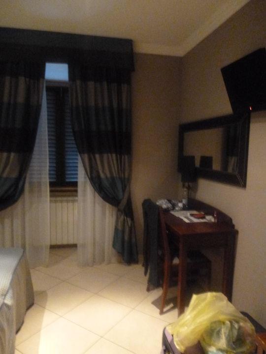 Zimmer zur Straßenseite Hotel Taormina