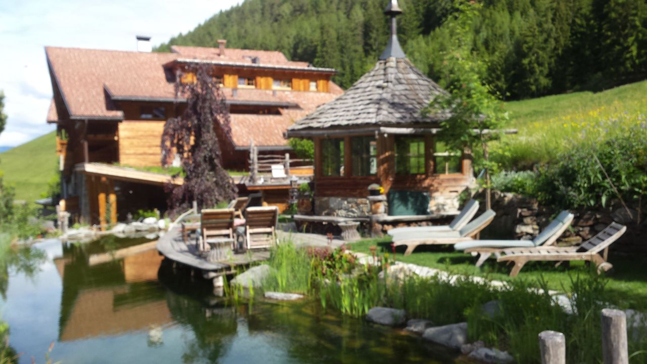 Laghetto naturale naturhotel l snerhof luson l sen for Laghetto naturale