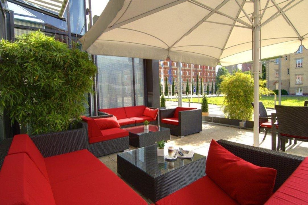 Mediterrane Terrasse mit Blick in den Innenhof nestor Hotel Ludwigsburg