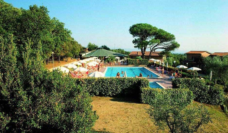 Vista panoramica piscine e bar Hotel La Casetta