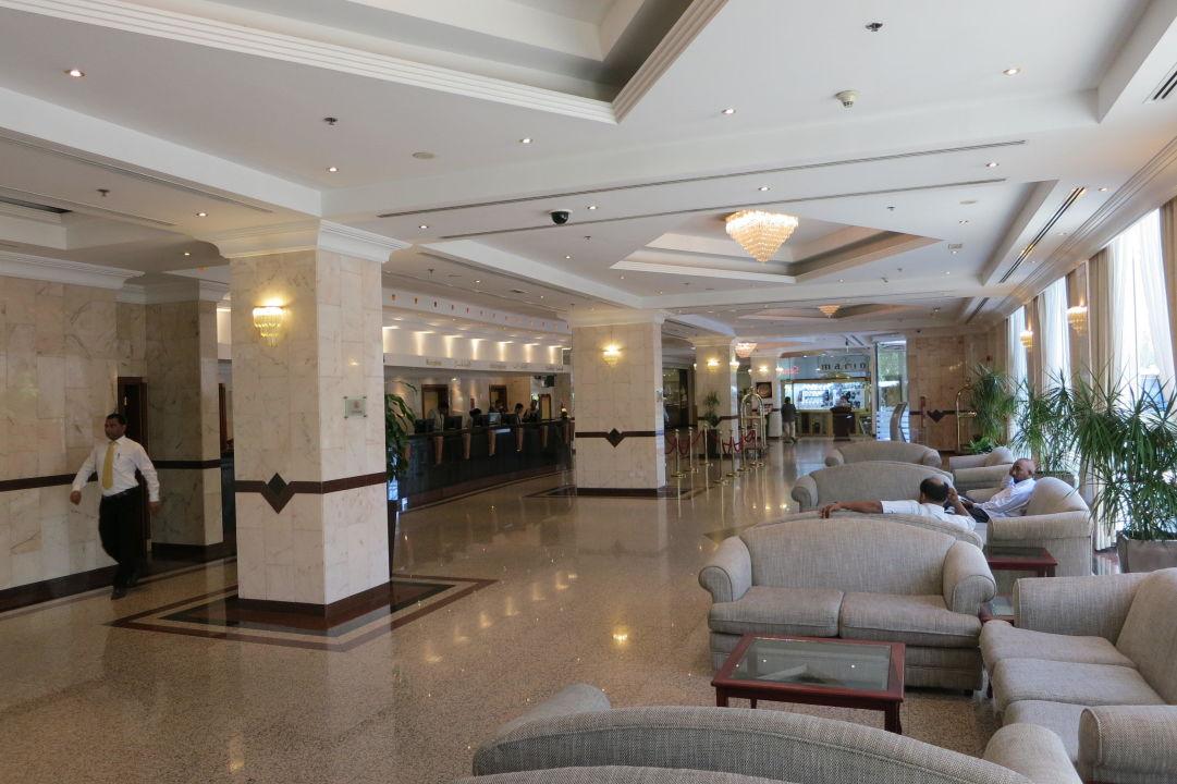 Lobby Copthorne Airport Hotel
