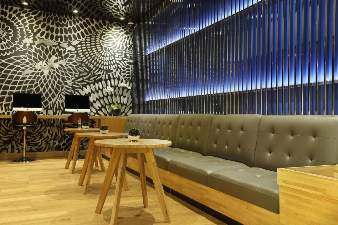 Seating Area at Lobby Holiday Inn Express Jakarta Thamrin