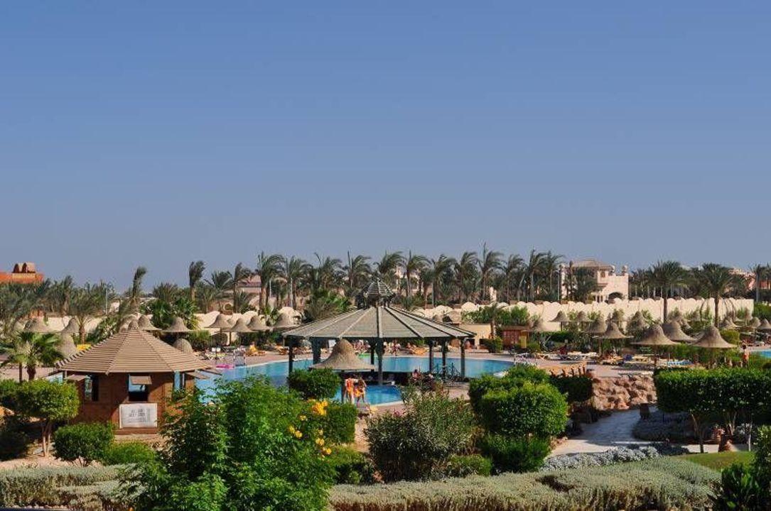 Widok na basen z barem Parrotel Aqua Park Resort