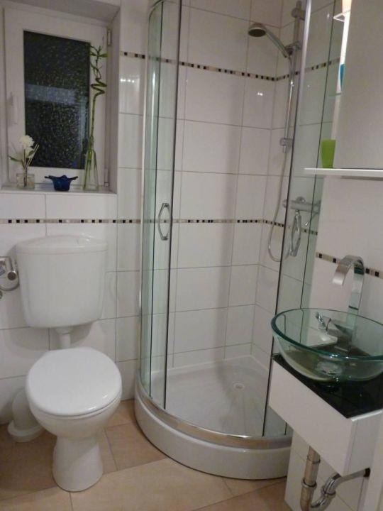 Das Gästebad mit Dusche, klein aber fein\