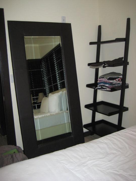 Großer Spiegel im Schlafzimmer\