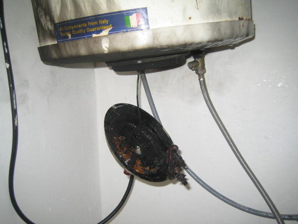 Verschmorter Heißwasserboiler im Bad\