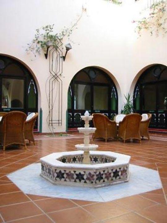 Der Brunnen im Innenhof des Iberotel Arabella Arabella Azur Resort