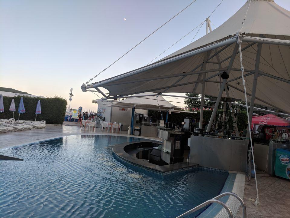 Pool Hotel Grand Victoria