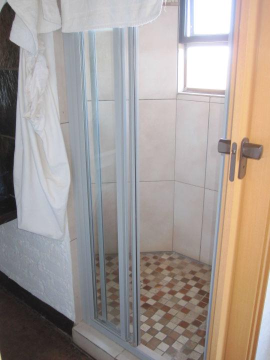 dusche mit fenster hotel grootberg lodge palmwag holidaycheck kunene namibia. Black Bedroom Furniture Sets. Home Design Ideas