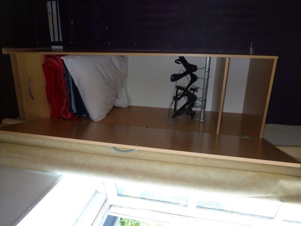 schrank mit decken und kissen hotel le terminus granville holidaycheck normandie. Black Bedroom Furniture Sets. Home Design Ideas