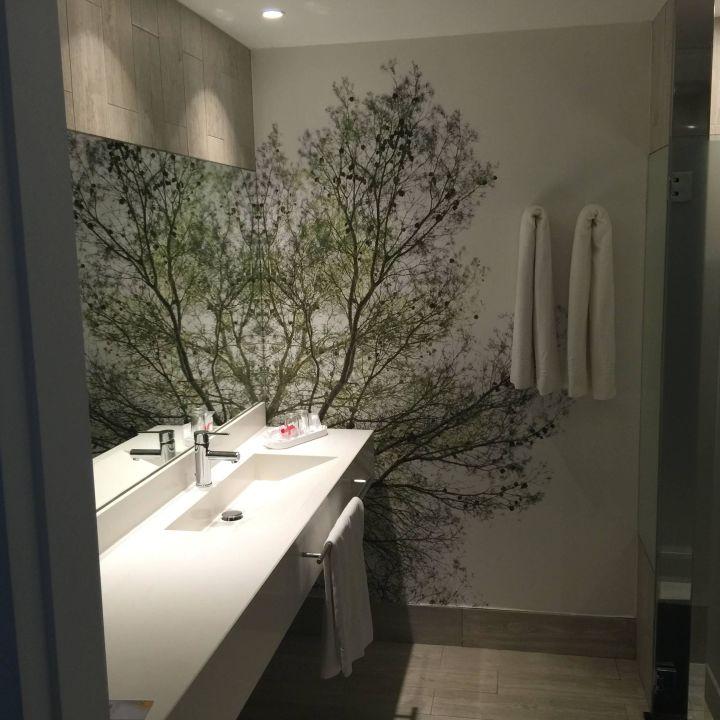 Modernes Badezimmer\