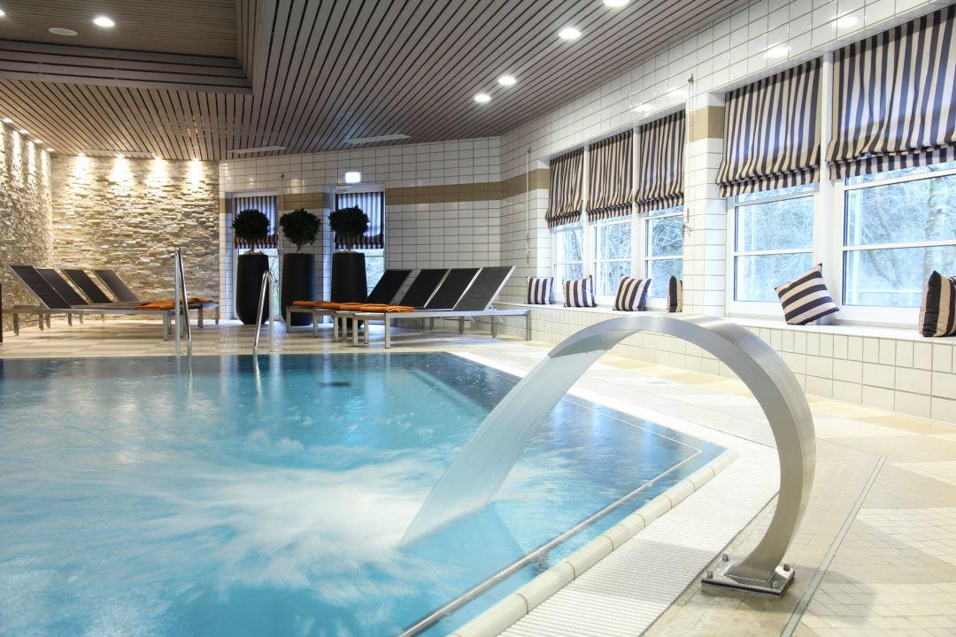 schwimmbad mit schwaldusche relexa hotel harz wald