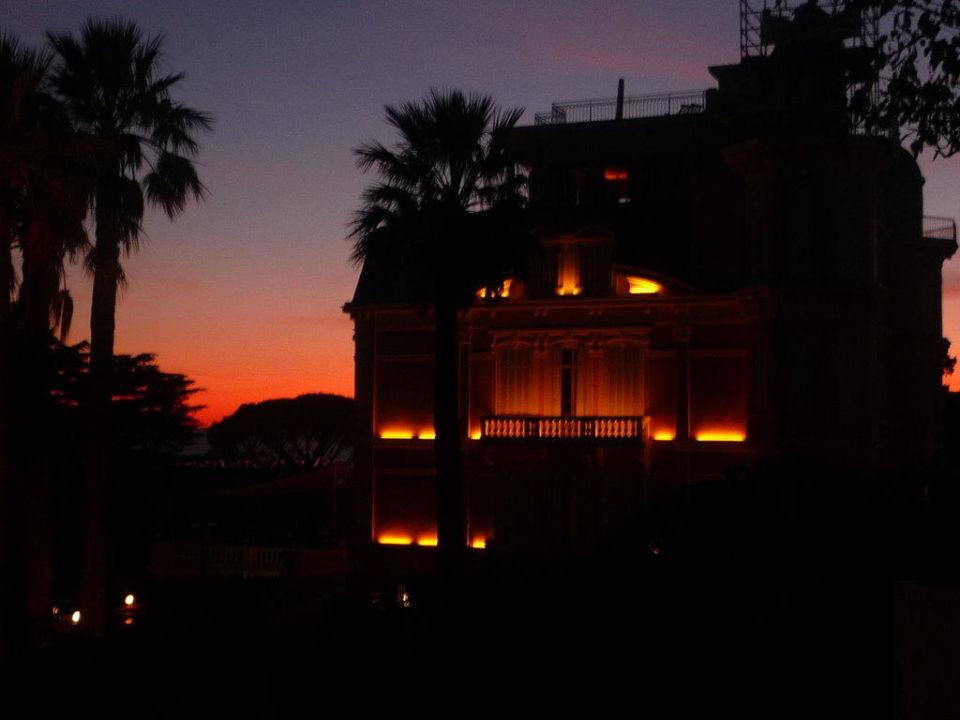 Blick auf das Schloss am Abend Résidence Les Tourelles