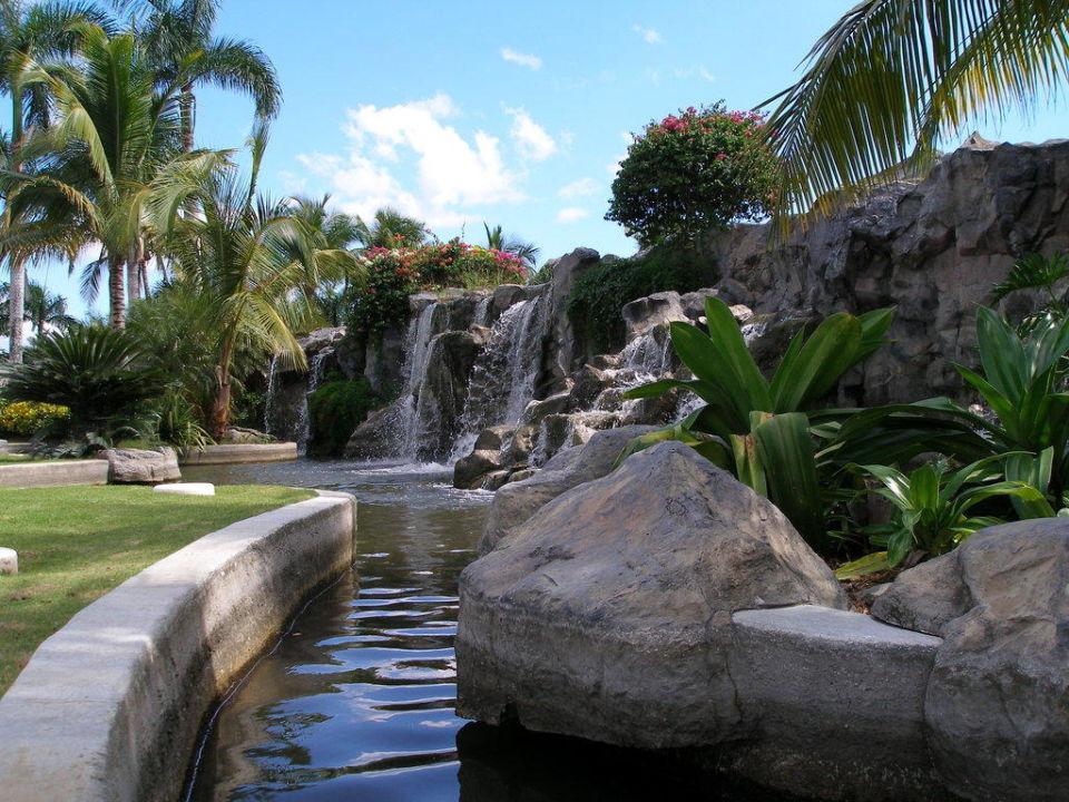 Wasserfall Außenanlage Hotel Coral Costa Caribe