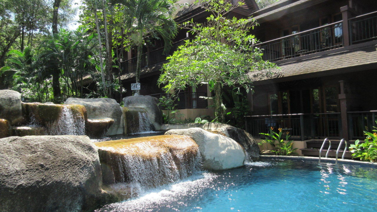wasserfall zum pool khao lak merlin resort khao lak south beach holidaycheck khao lak. Black Bedroom Furniture Sets. Home Design Ideas