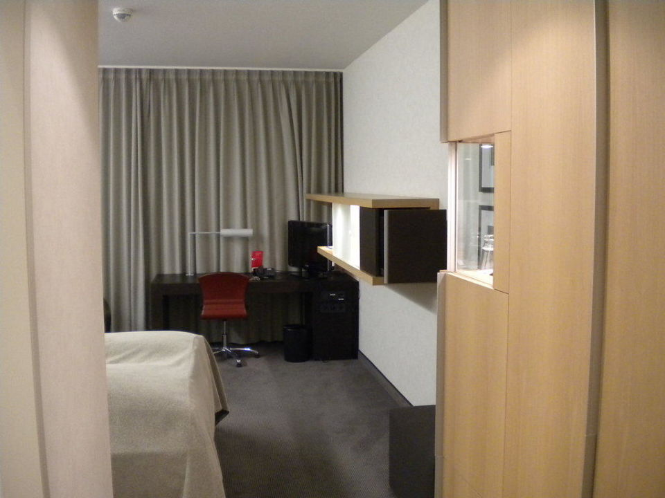 Blick vom Flur ins Zimmer Hotel Novotel Karlsruhe City