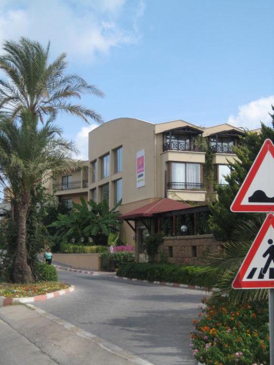 Hoteleinfahrt Hotel Armas Labada
