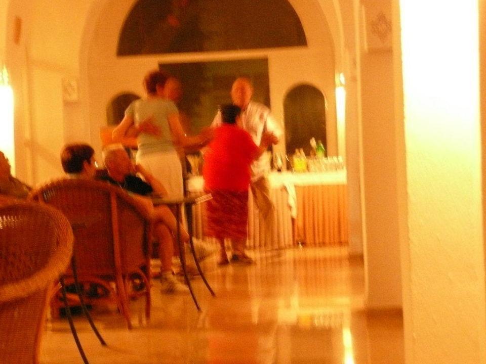 Abendlicher Tanz . Alter so um die 60 - 70 Jahre Hotel Shalimar