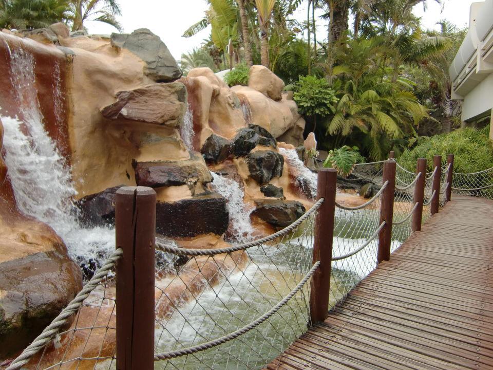 Künstlicher Wasserfall Am Pool Tabaiba Princess